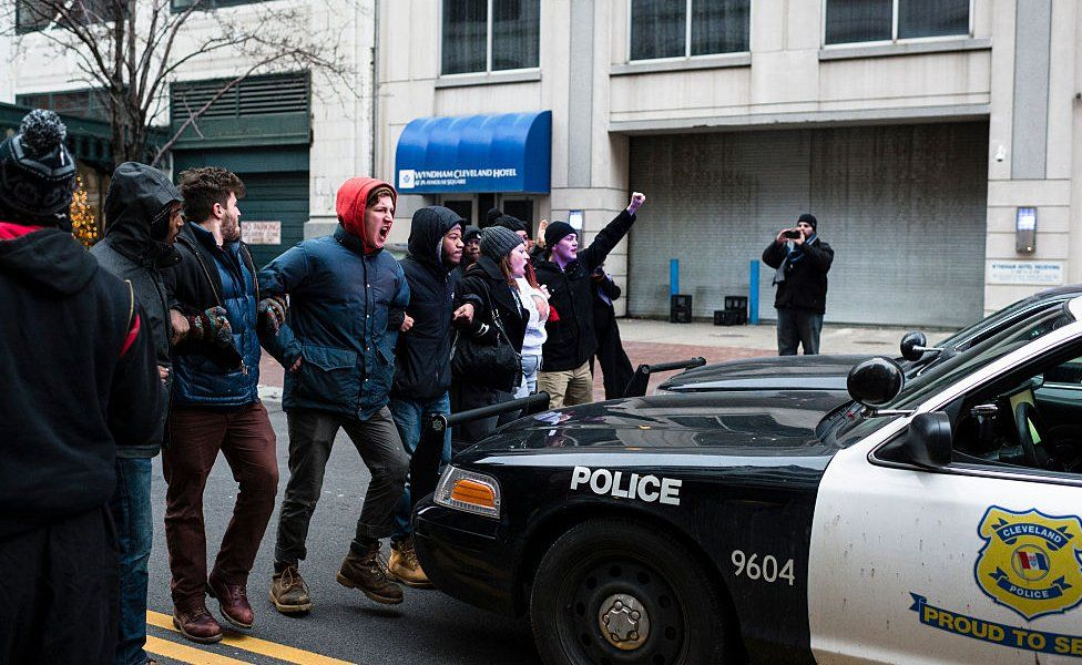 Por qué la policía en Estados Unidos dispara a matar? - BBC News Mundo