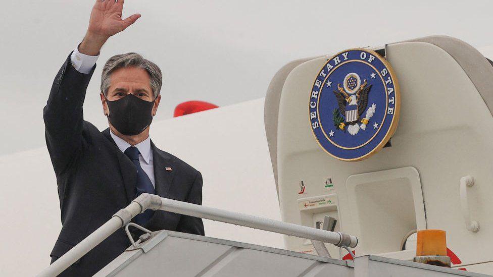 U.S. Secretary of State Antony Blinken boards his plane at New Delhi