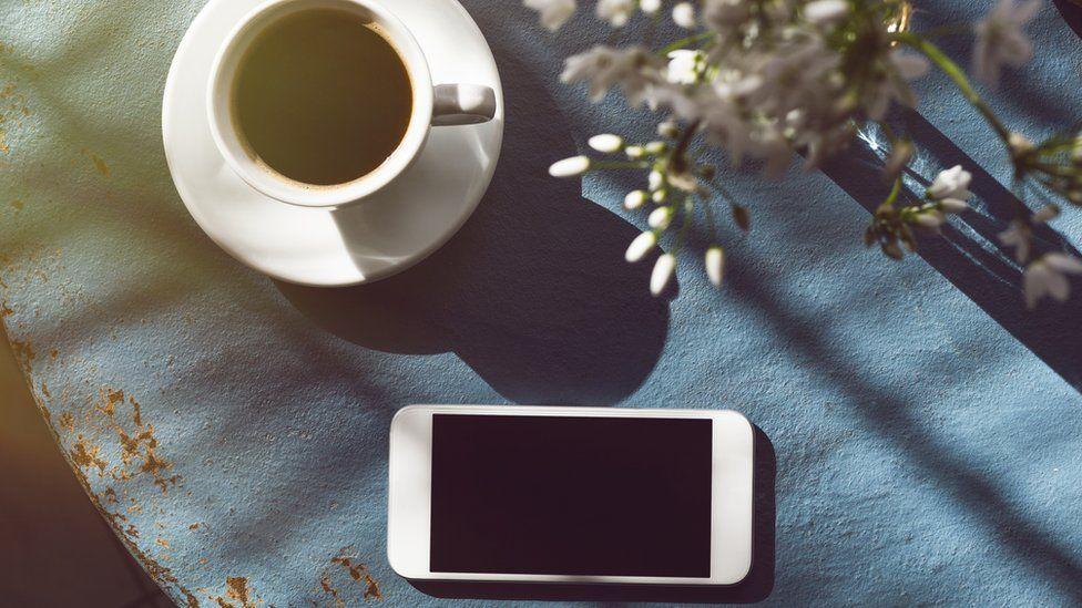 95720283b28 3 tipos de aplicaciones que debes evitar descargar en tu celular - BBC News  Mundo