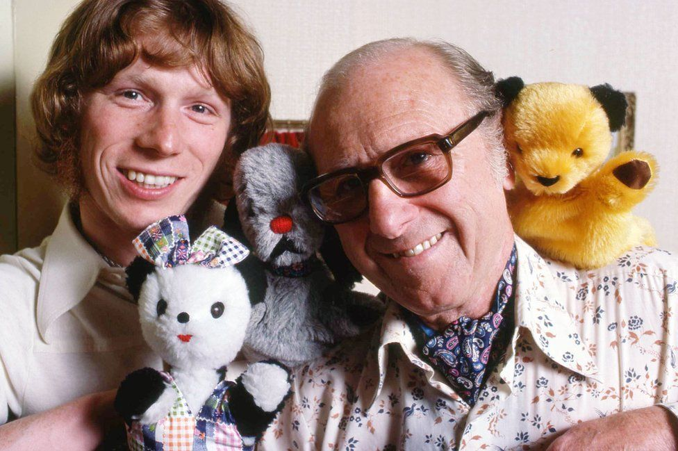 Matthew and Harry Corbett with Sue and Sooty in 1977