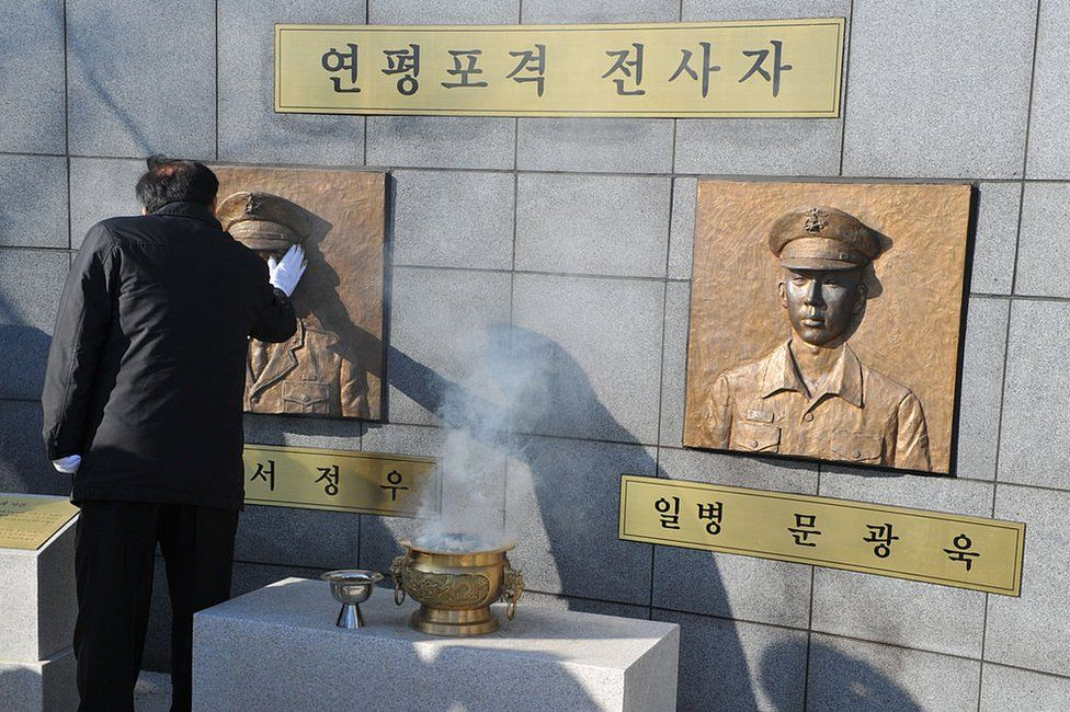 Image of mourner at the South Korean memorial for those killed in the 2010 Yeonpyeong incident