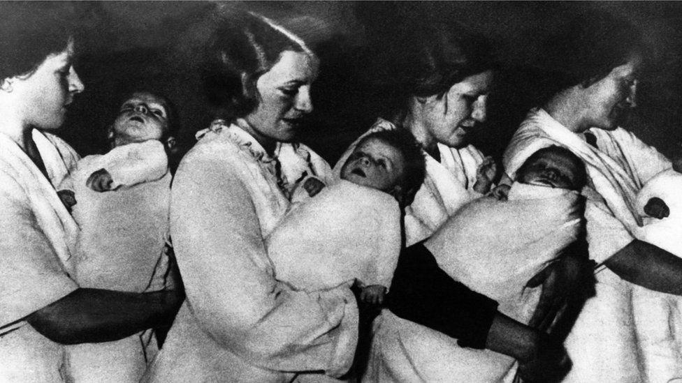German women holding 'Lebensborn' children in 1939