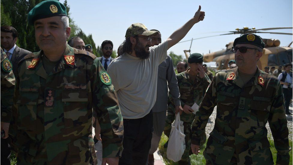 The son of former Pakistani prime minister Yousaf Raza Gilani, Ali Haider Gilani (C), gestures as he is escorted by Afghan Special Forces personnel from an Afghan National Army helicopter at the Ministry of Defence in Kabul on 11 May 2016.