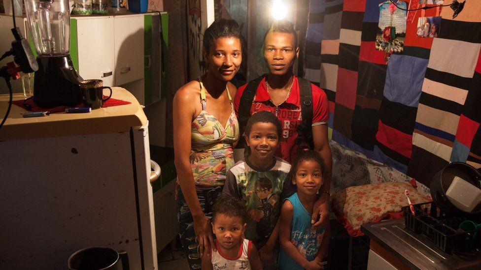 'Você compra remédio ou comida': as escolhas das famílias que vivem com um salário mínimo em SP