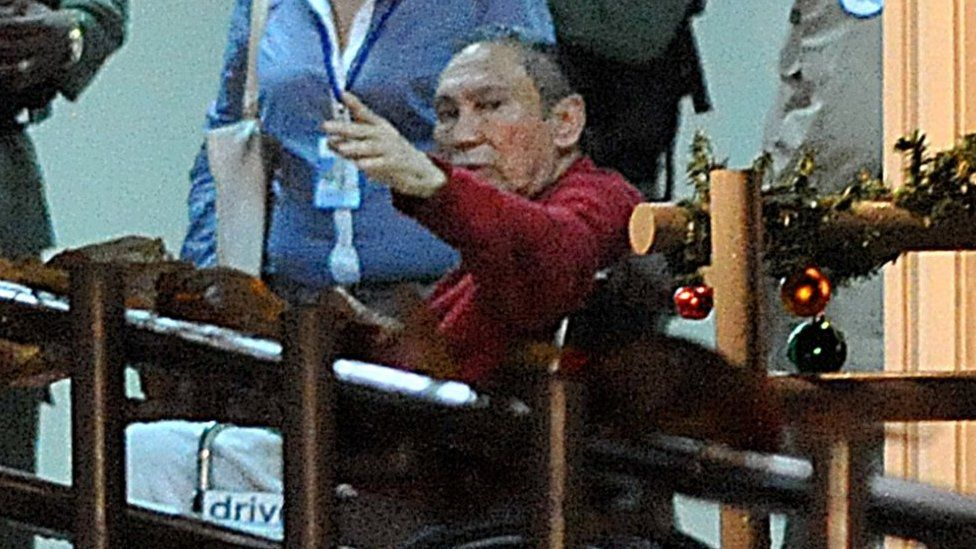 Picture taken on December 11, 2011 of former Panamanian dictator Manuel Noriega (red) upon arrival at the Renacer prison, 25 km south east of Panama City