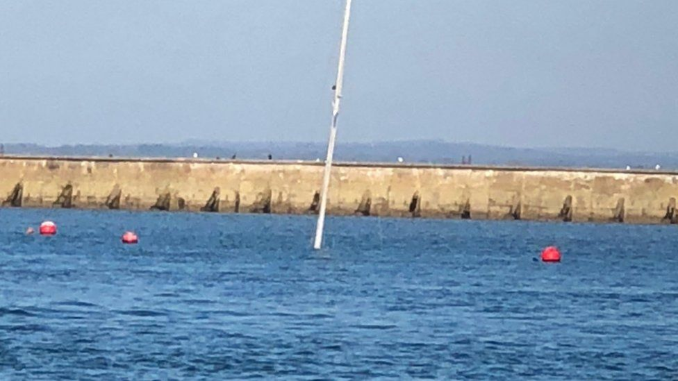 Mast of sunken boat