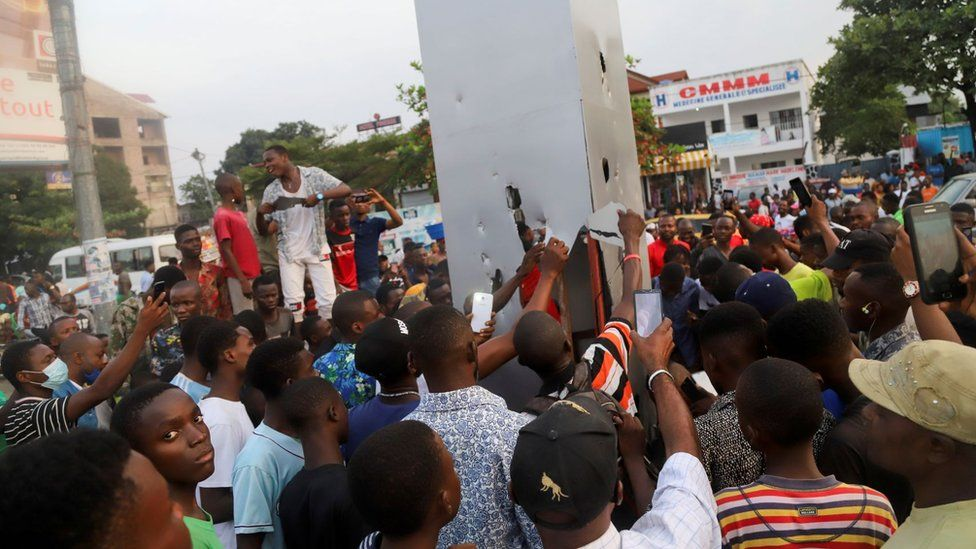 Residents set fire to the mysterious monolith that appeared in Kinshasa, Democratic Republic of Congo - 17 February 2021