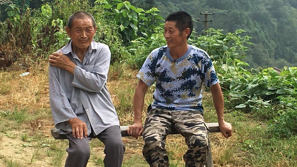 Xiong Jigen (R) and his uncle (L)