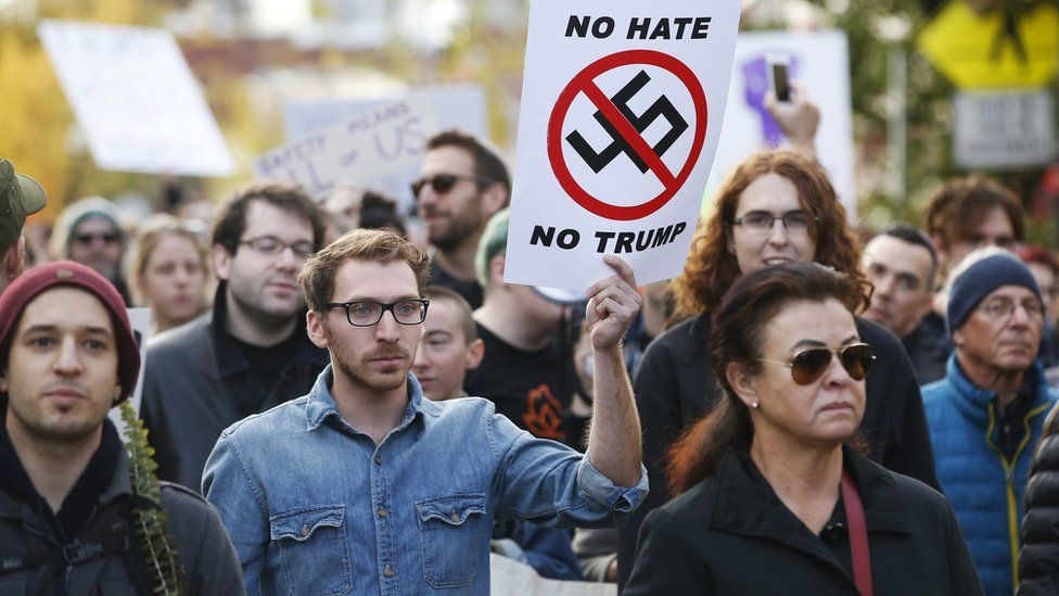 Marchers make their way towards the Tree of Life synagogue three days after a mass shooting in Pittsburgh, Pennsylvania, 30 October 2018
