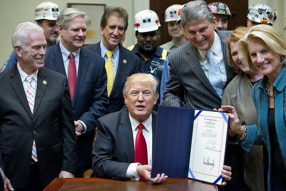 Donald Trump signs mining order