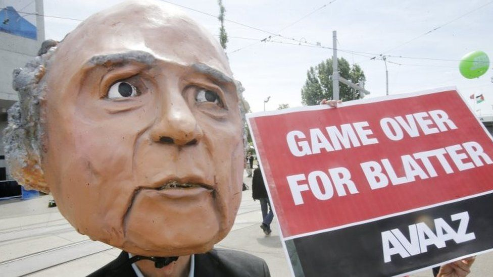 A protester wearing a mask depicting Sepp Blatter in front of the 65th Fifa congress in Zurich (29 May 2015)