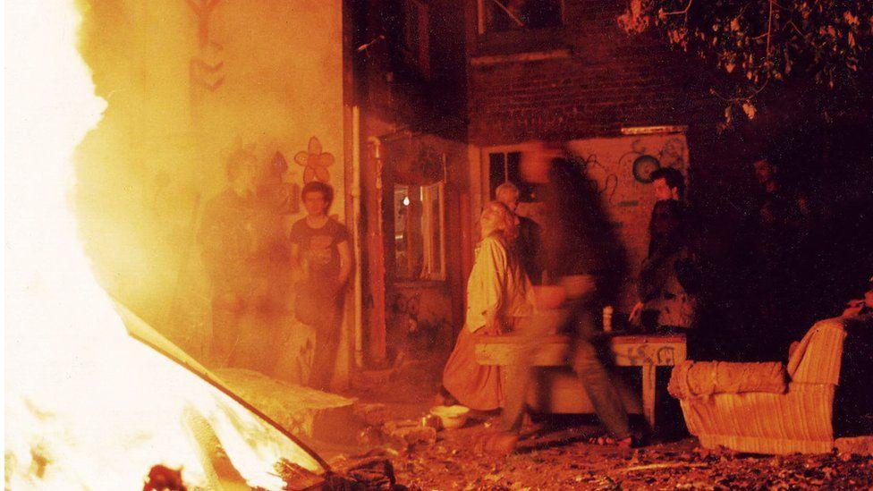 Midsummer bonfire, Lattimore Road, 1987