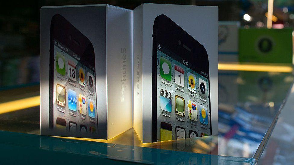 05b4e269b23 ¿Samsung Galaxy o iPhone de imitación? 3 claves simples para identificar si  un teléfono celular es falso - BBC News Mundo