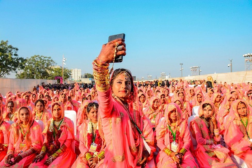 A Muslim bride takes a selfie with her mobile phone as she participates in an 'All Religion Mass Wedding' ceremony at Sabarmati Riverfront in Ahmedabad on February 8, 2020. (Photo by SAM PANTHAKY / AFP) (Photo by SAM PANTHAKY/AFP via Getty Images)