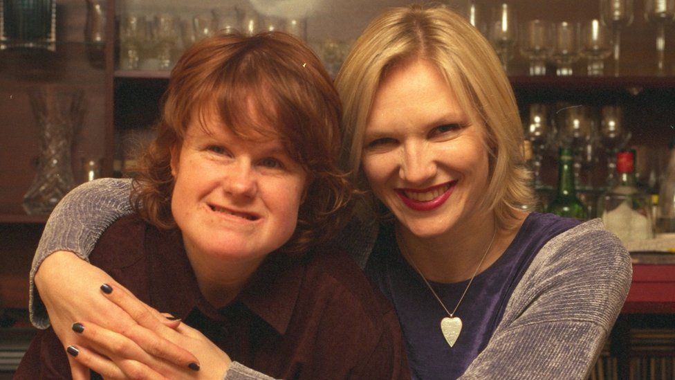 Jo Whiley with her sister Frances (left)