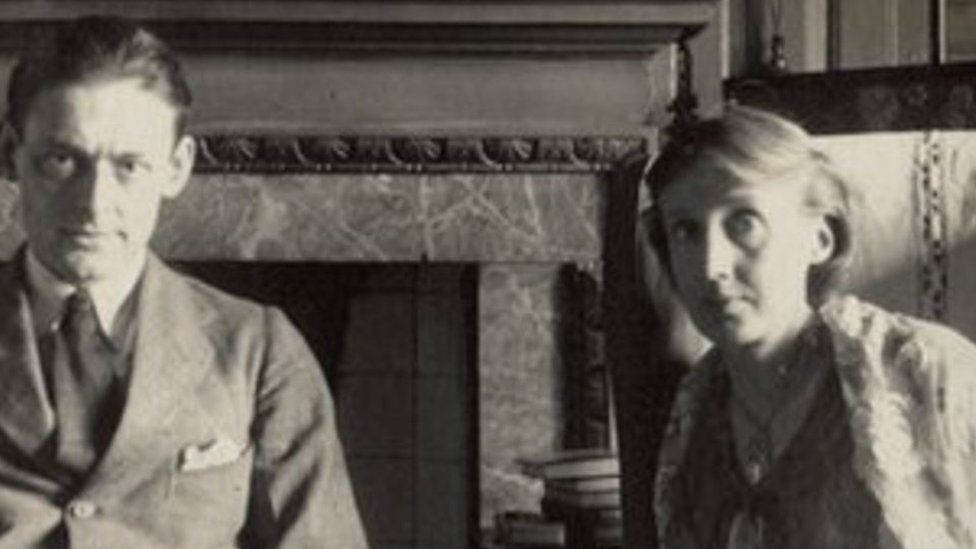 Virginia Woolf picyured with TS Eliot