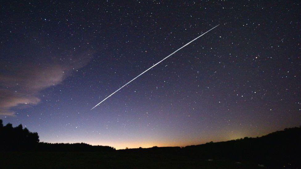 starlink satellite trail