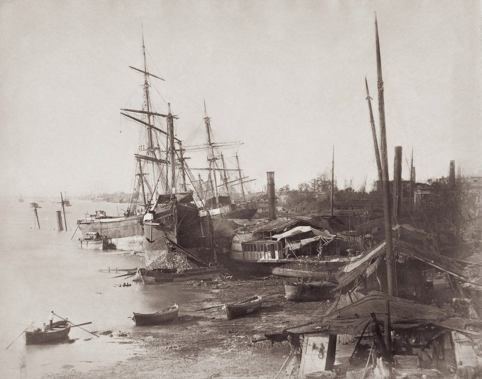 A row of ships in a coastline, Bombay