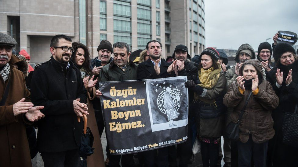 Opposition MPs of People's Republic Party (CHP) protest over trial of Erdogan and Alpay, 29 Dec 16