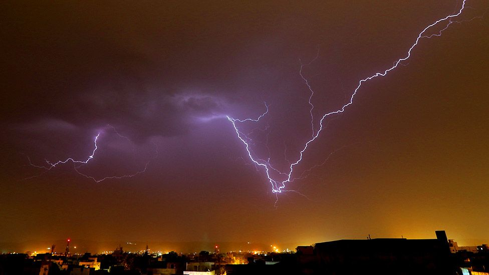 16 People Taking Selfies Killed by Lightning Strike in India