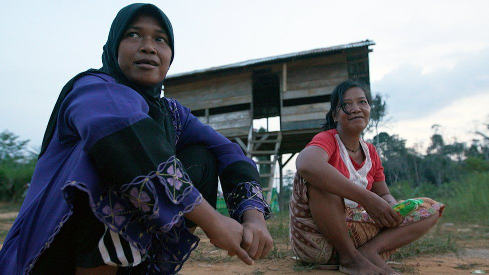 Yusuf's wife (left) and another woman from the tribe