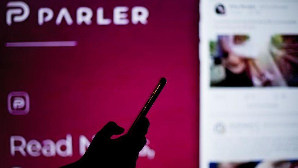 Banyak pendukung Donald Trump telah pindah ke Parler ketika Twitter mulai memblokir akun mereka