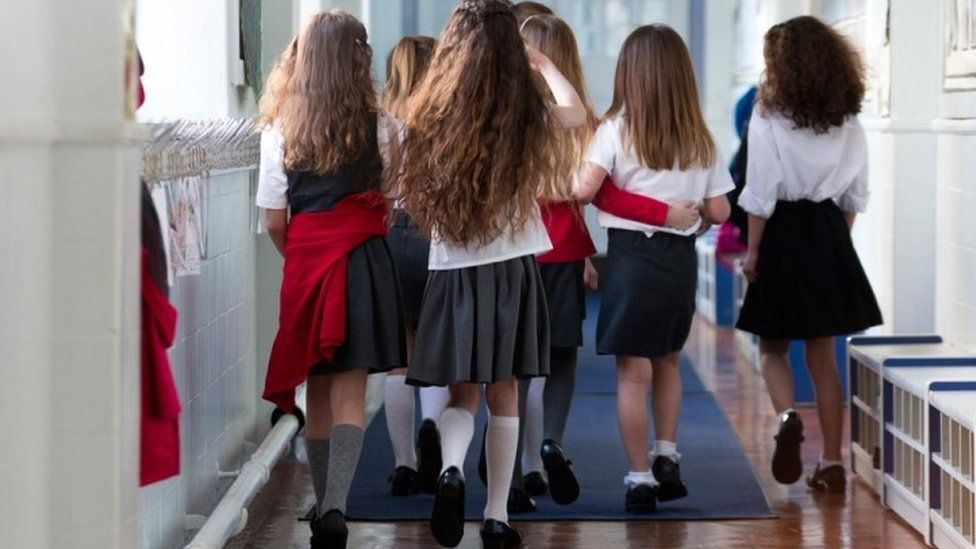 School uniform: Can it be bought more cheaply? - BBC News