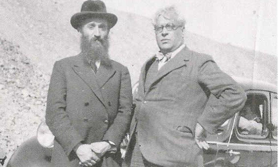 Aristides de Sousa Mendes (right) with Rabbi Chaim Kruger, 1940
