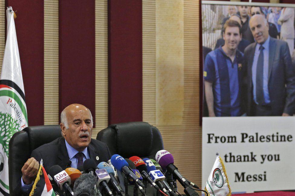 Jibril Rajoub of the Palestinian Football Association speaks to reporters in Ramallah (6 June 2018)