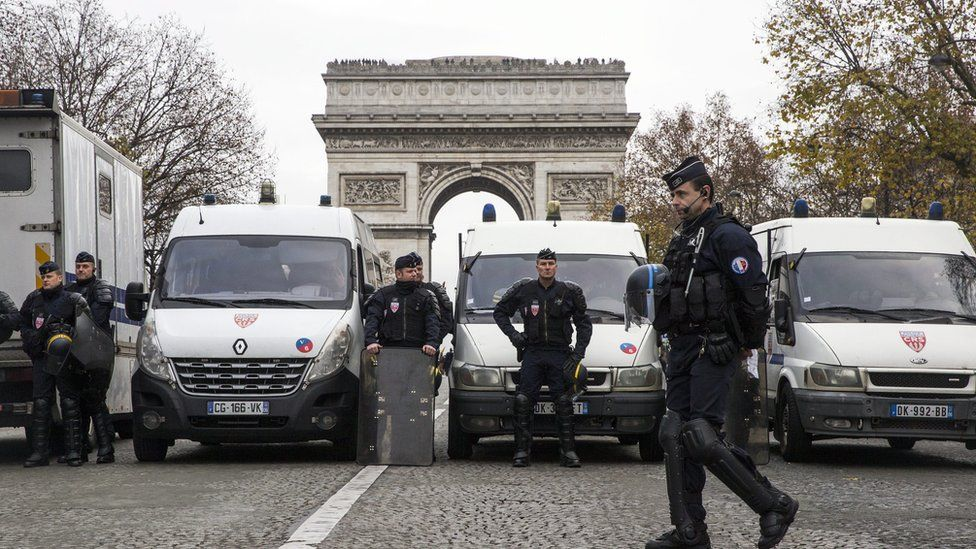 Demonstrations in Paris as the summit draws to a close
