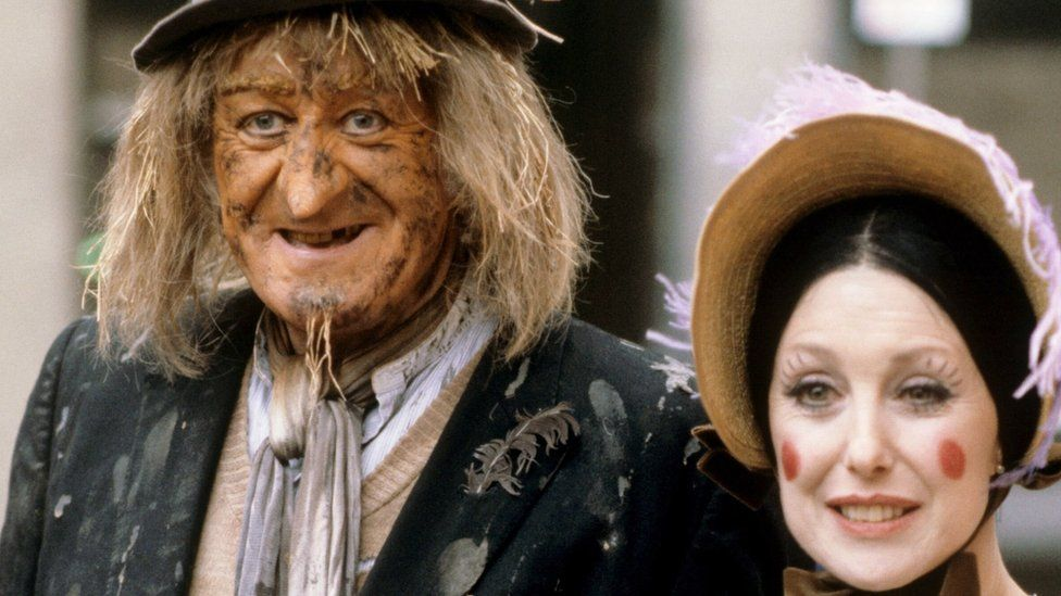 Jon Pertwee as Worzel Gummidge and Una Stubbs as Aunt Sally