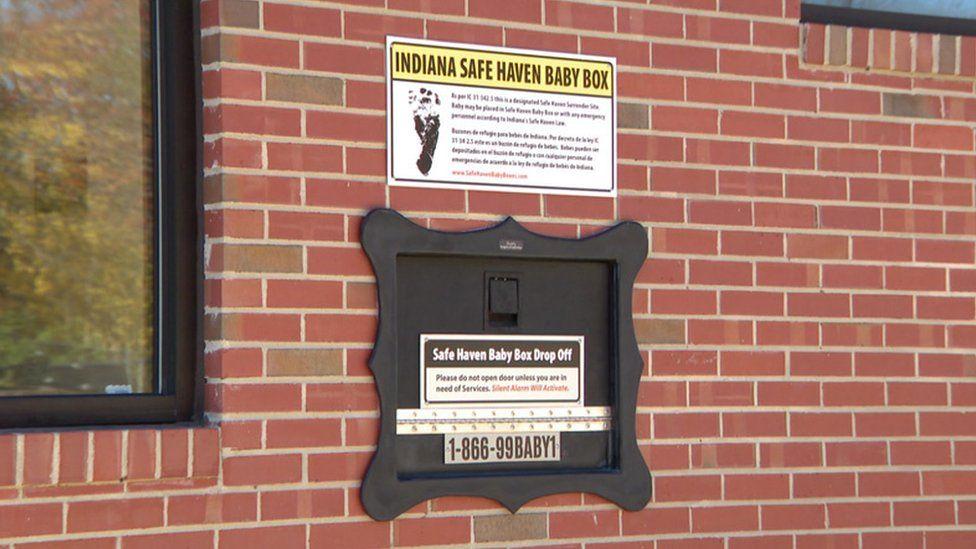 A caixa instalada nos EUA para que bebês sejam 'depositados' em caso de abandono