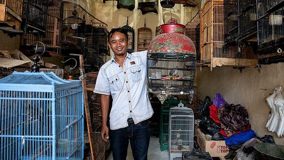Bird seller in Java (c) Gabby Salazar
