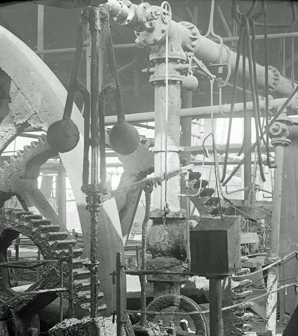 Centrifugal governor and gears of a beam engine, pictured in 1917