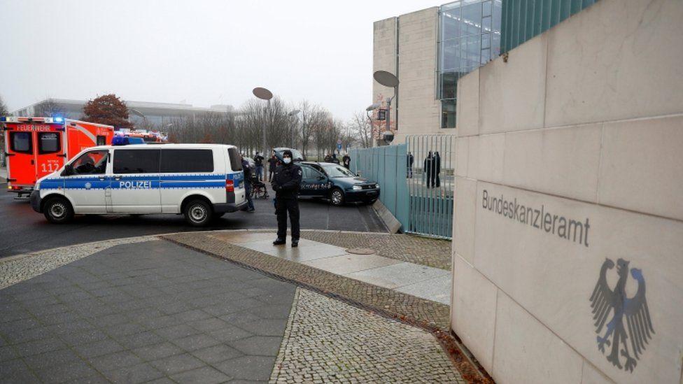 Car rams chancellery gate