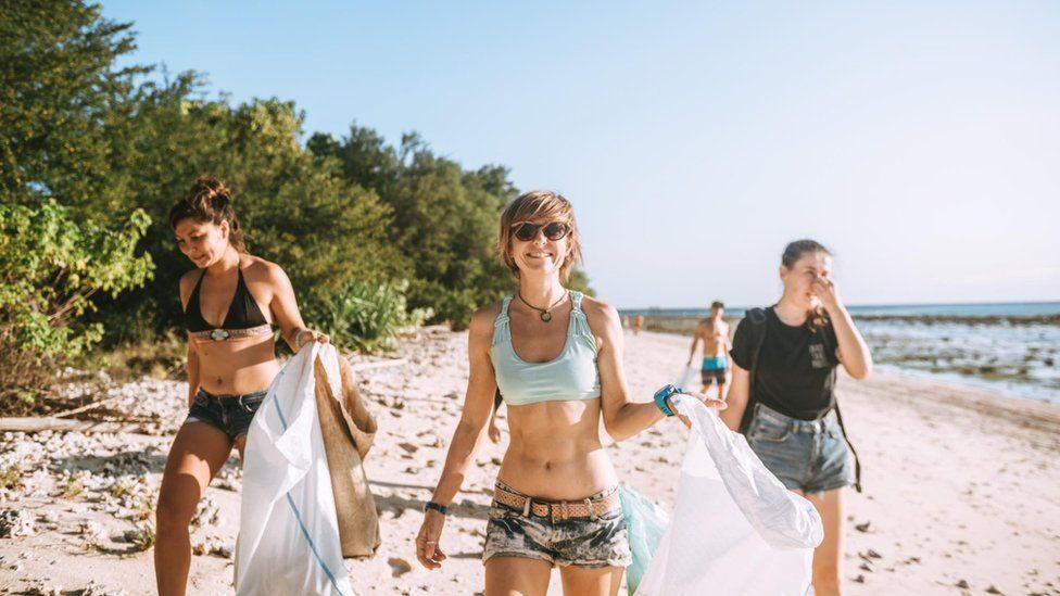 Sian Williams litter picking on an Indonesian beach.