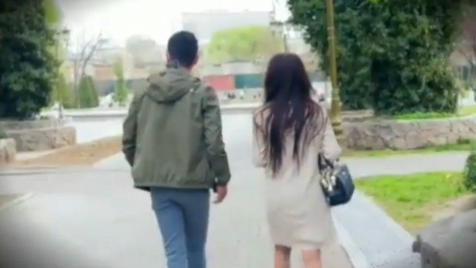 A young couple leaves the park after being confronted by Yashirin Kamera