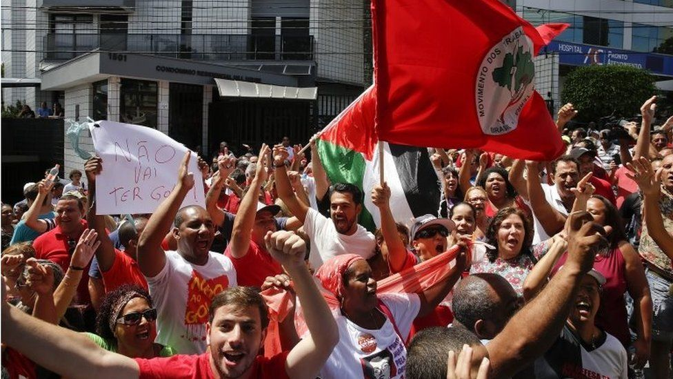 "Supporters of Brazil""s former President Luiz Inacio Lula da Silva gather outside of his residence building, in Sao Bernardo do Campo, in the greater Sao Paulo area, Brazil, on Saturday, March 5, 2016."