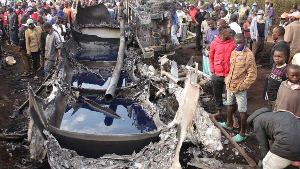 Kenyan fuel tanker explodes killing at least 13 thumbnail