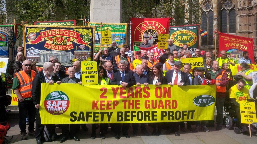 The RMT opposes changes to the roles of guards on Southern trains