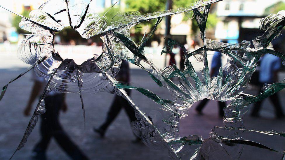 七五事件中被打碎的玻璃。