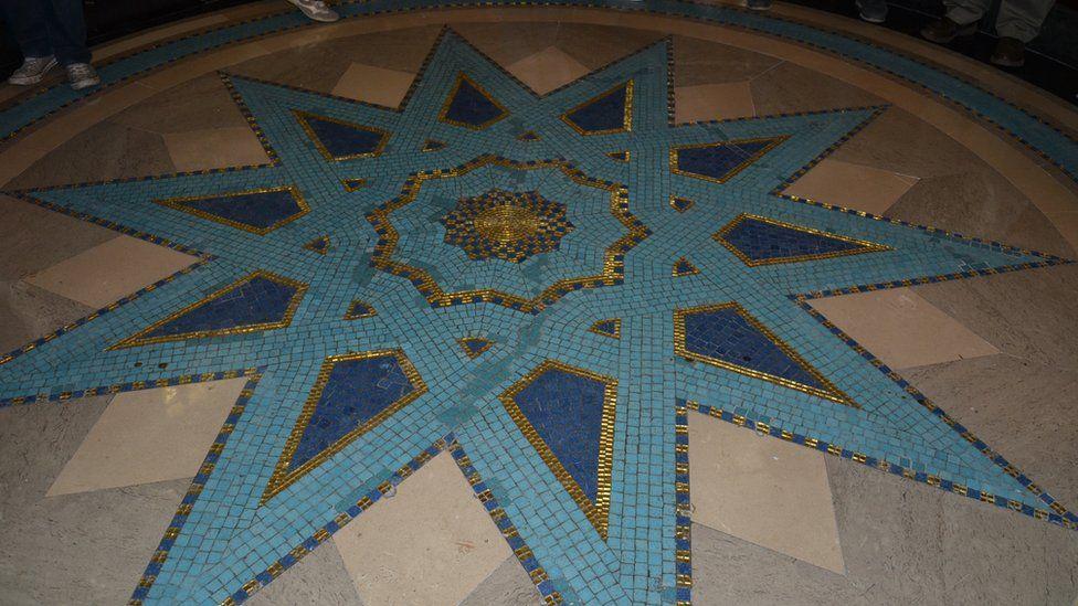 Locayı gezdiren rehbere göre bu yıldız masonların gizli sembolü değil, binanın 'art deco' özelliğini yansıtıyor.