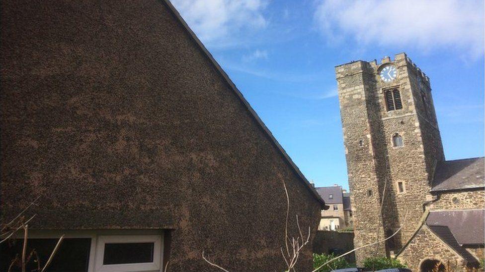 Ficerdy Eglwys y Santes Fair