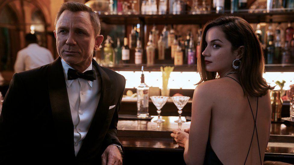 James Bond (Daniel Craig) and Paloma (Ana de Armas) in No Time To Die