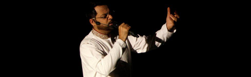 Aamir Liaquat Hussain recites religious rhyme during a live show in Karachi, Pakistan, 26 July 2013