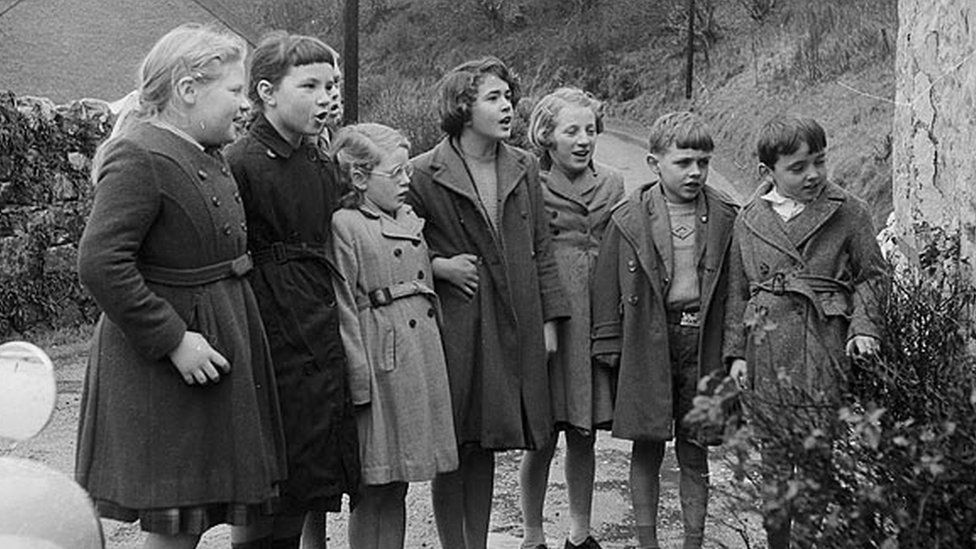 Children singing traditional Welsh songs