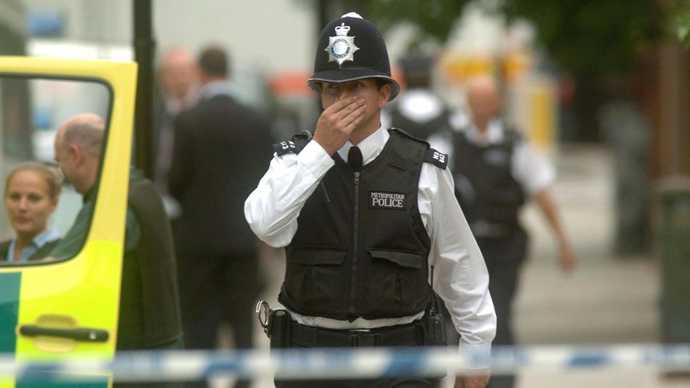 Police during aftermath of 2005 London attacks