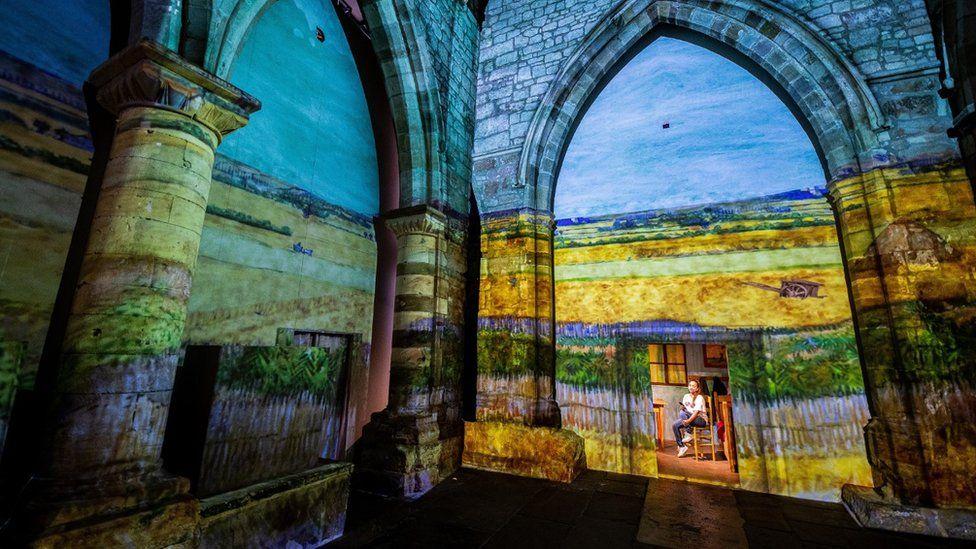 UK Van Gogh projection premiere opens in York