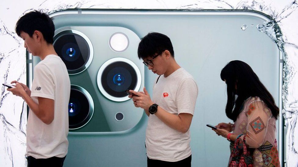 People queue to try out the new iPhone 11 Pro smartphone at an Apple store in Hong Kong on September 20, 2019.