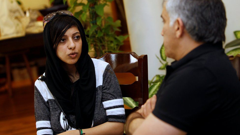 Zainab al-Khawaja (L) and Nabeel Rajab (R) talk after her release from prison in Bahrain (3 June 2016)